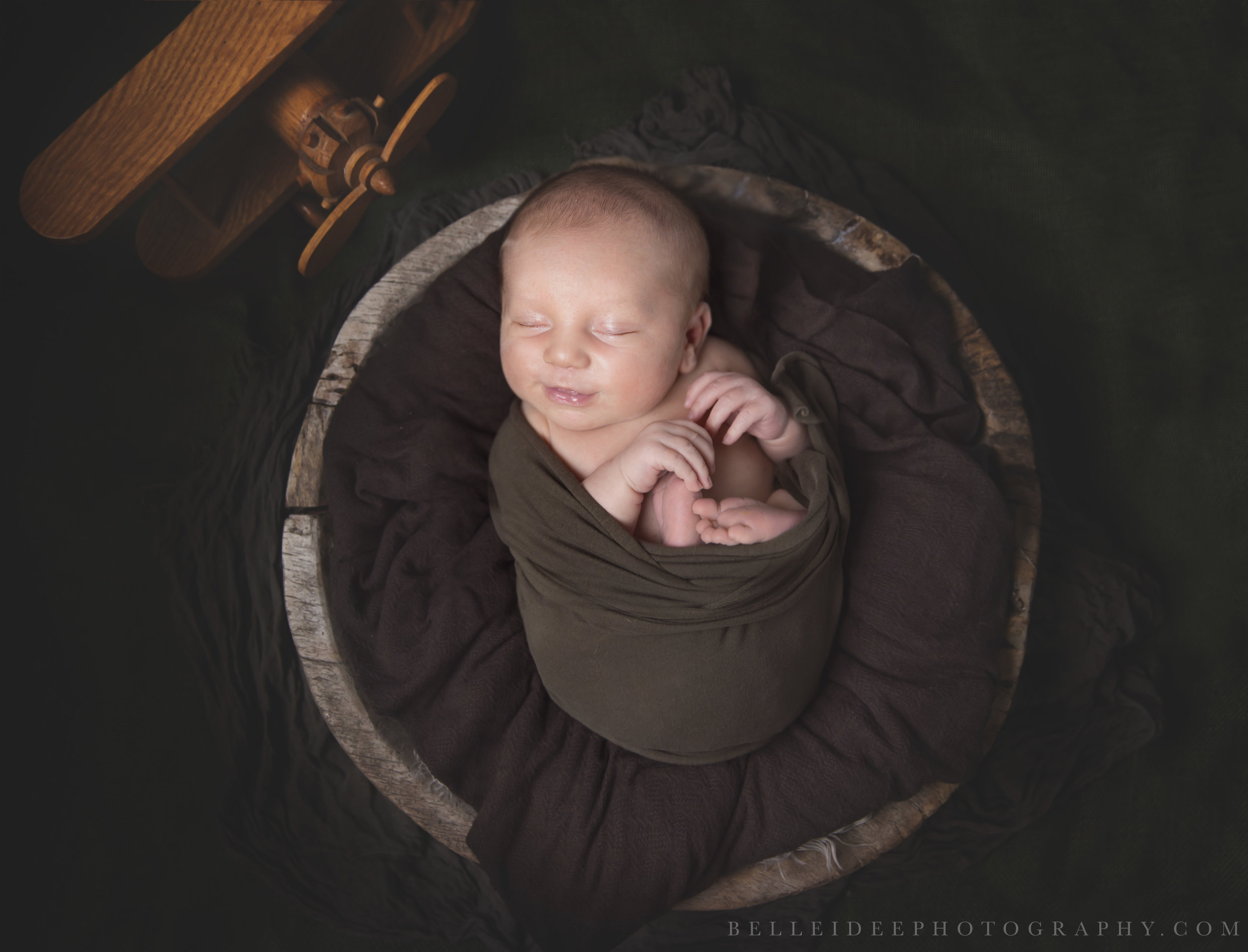 East Aurora newborn photographer