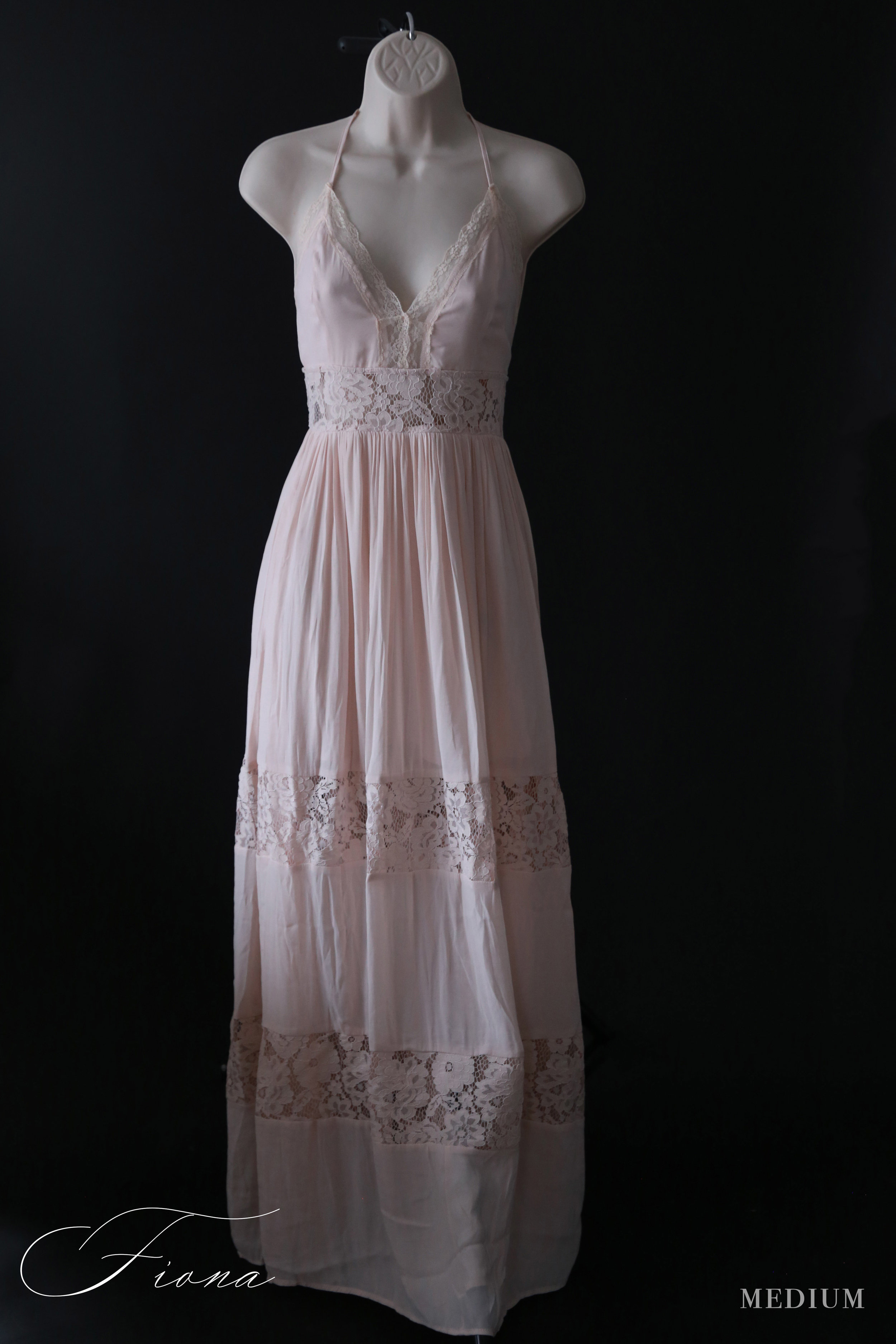 Fiona - MediumThis delicate and lacy dress gives a beautiful care free summer vibe.