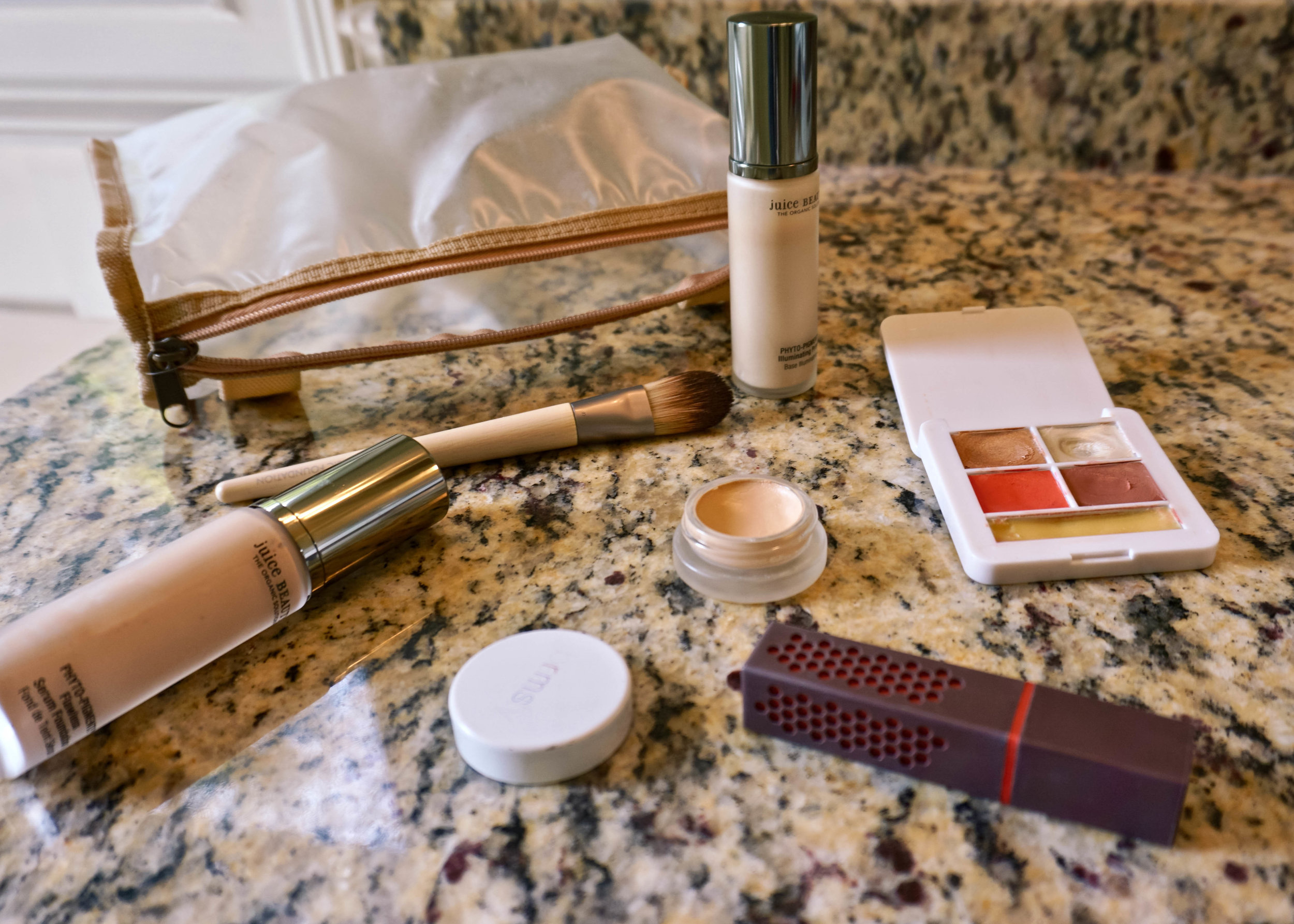 5 Signs it's time to replace your makeup