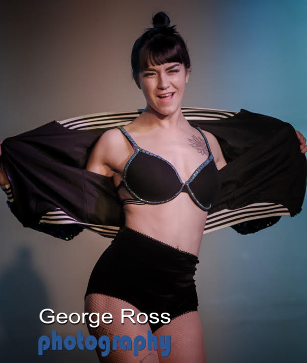 Shirley MacSlaine: Photo by George Ross