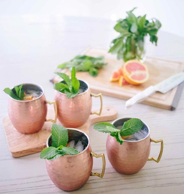 🌿These copper-mugged mules are inspiring me to enjoy the last few weeks of summer on the deck.🌿 . 📷@fashionablehostess . . . . . . . #coloradevent #coloradowedding #coloradoweddingplanner #denverwedding #weddingplanner #entrepreneur #coloradobride #fortcollinsweddingplanner #moscowmules #soakupsummer #lastdaysofsummer #summerparty