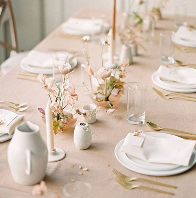 🌿Light and lovely tablescape inspiration.🌿 . 📷@martha_weddings . . . . . . . #coloradevent #coloradowedding #coloradoweddingplanner #denverwedding #weddingplanner #gather #eventplanner #tableinspiration #gatherings #hostess