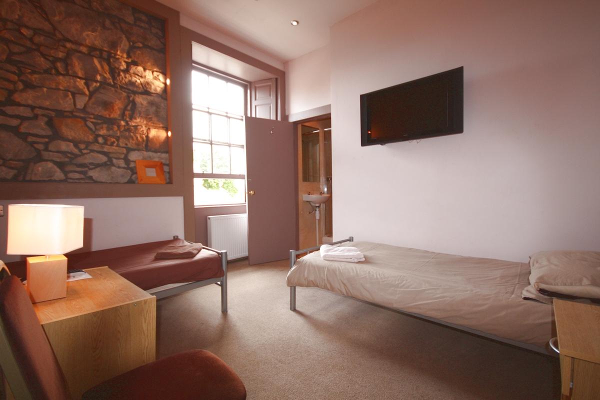 rooms2.jpg