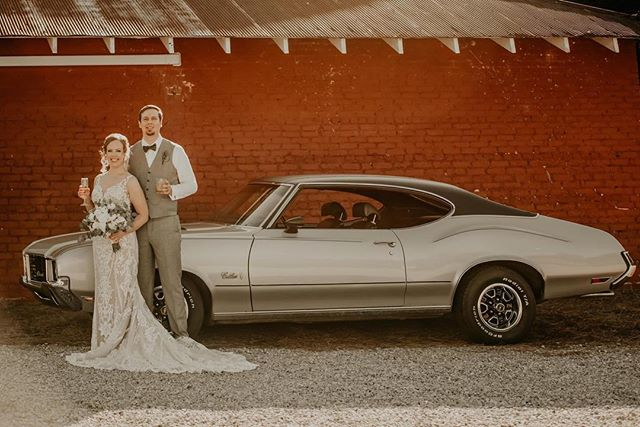 a cutlass + cocktails 🍹 how cute is it that daniel & shelby used to drive this car together in high school... and over ten years later, they got wedding photos taken with it?! (also shoutout to @southernladyevents for making sure the bride & groom had drinks & snacks during their photos! if you need a coordinator, erin is your girl!! 😍)