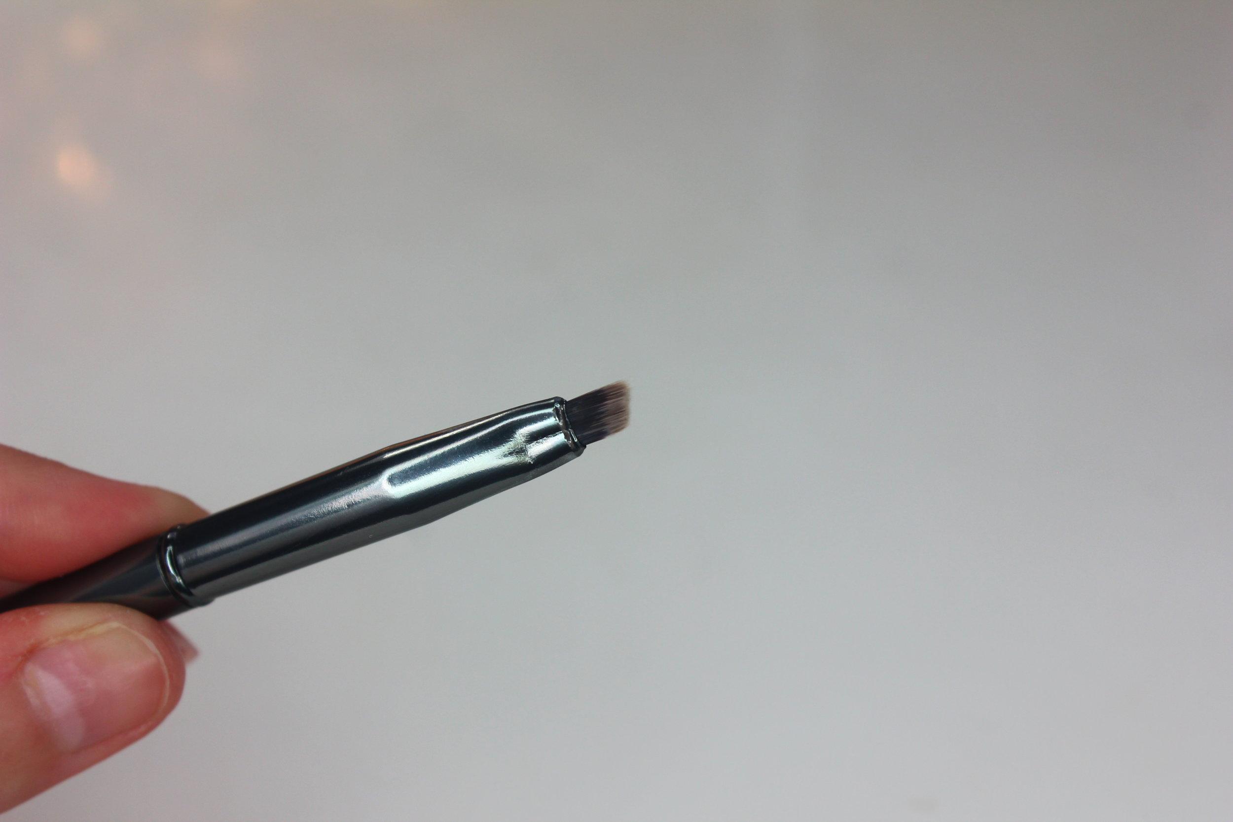 Morphe Brushes 2 - G29 Angled Liner