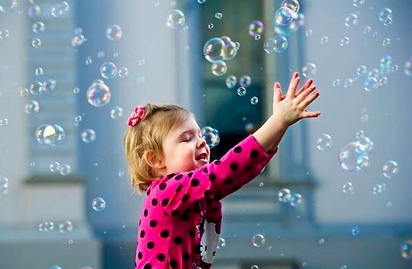girl w:little bubbles.jpg