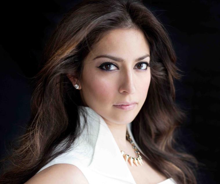 Love The Makeup On Priyanka Chopra Of Abc S Quantico Meet Her Makeup Artist Karuna Chani Nicole Russin Mcfarland Be Cinematnic