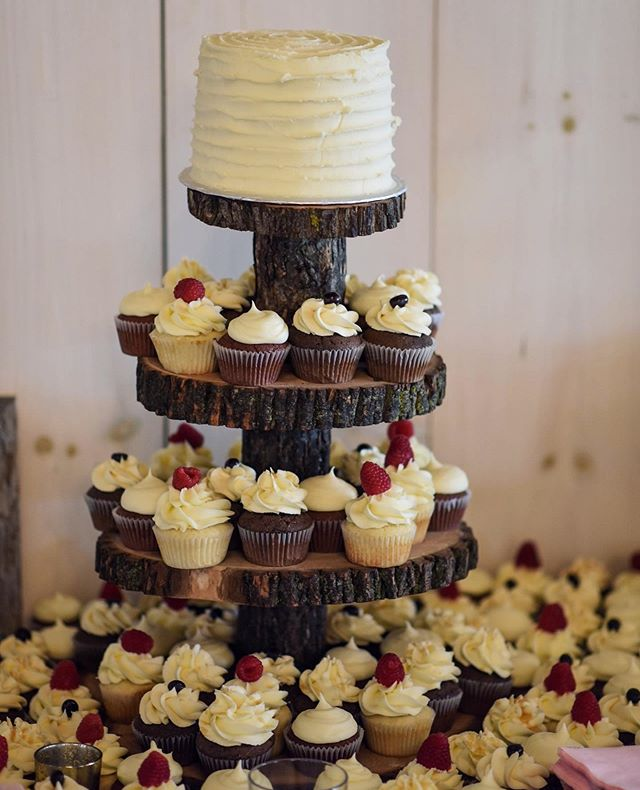 Looking back a this simple rustic cake and 100s of cupcakes that I made for my cousins wedding this past fall and dreaming up what I am going to make for my own wedding in October. ⁣⠀⠀ ⁣⠀⠀ #weddingcake #weddingwednesday #cupcakes #cupcakesofinstagram #weddingcupcakes #rusticwedding #barnwedding #theknot  #thefeedfeed #thebakefeed #thekitchn #baking #love #canadianblogger #foodblogger #fbcigers #marthabakes #onthetable #bbcgoodfood #theeverygirl #thatsdarling #instabaker #bakingblog #bakingblogger #bakinginspiration #bakersgonnabake #bakersofinstagram #byjaclyn