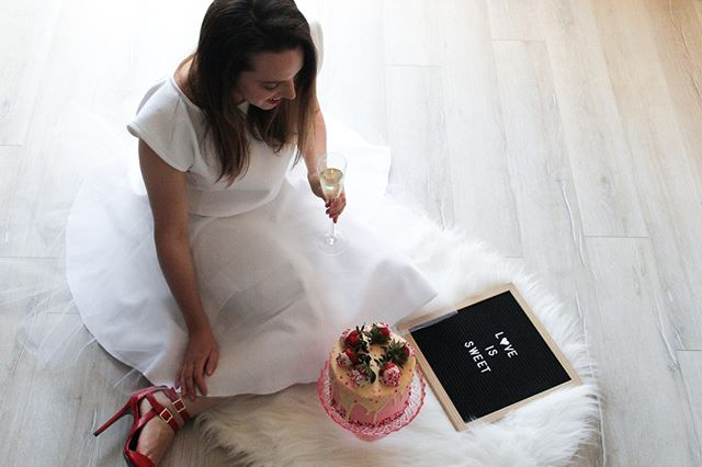 When I first saw this tulle skirt I knew that I had to wear it to my bridal shower! But I could resist trying it on and wearing it for a photoshoot first! ⠀ ⠀ ⠀ #baker #byjaclyn #dessertartist #kitchentour #femaleentrepreneur #theinstagramlab #foodie #canadianblogger #foodblogger #foodblogfeed #ldnont #introduction #bakingblog #calledtocreate #girlboss #creativepreneur #createcultivate #bloglife #fbciger #thatsdarling #theeverygirl #communityovercompetition #cakeartist #cookiedecorating #fempreneur #girlpreneur #thedarlingmovement ⠀