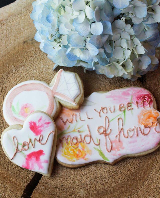 Wedding season is in full swing! Its hard to say no to a cookie 😉 Cookies are always a fun way to ask your bride tribe!💍  #watercolourcookies #decoratedcookies #byjaclyn #weddingseason #theknot #ilovebaking #lovetobake #royalicing #fancycustomcookies #cookieart #royalicingcookies #customcookies #cookiesofinstagram #cookiedecorating #instacookies #cookier #pipingskills #cookiephotography #royalicingart #royalicing #handpaintedcookies #sugarcookies #decoratedsugarcookies #pipingtechniques #weddingcookies #weddingfavours #bridalshowercookies #bemybridesmaid #bridetribe 