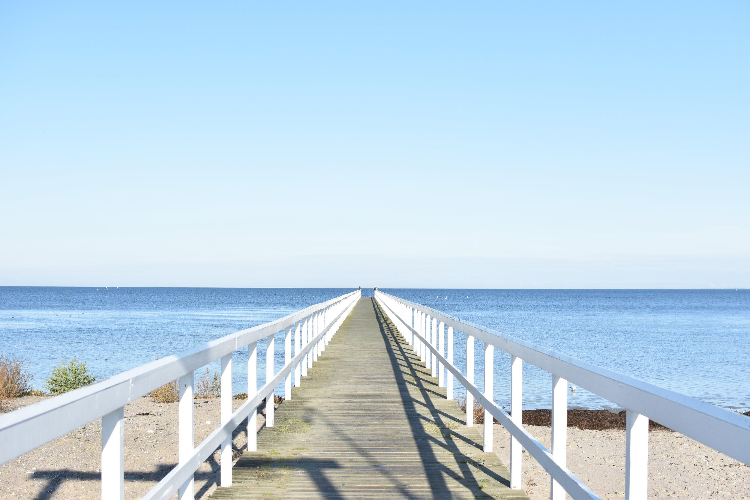 Liksom denna bryggan ser ut att göra så kändes det ju som att sommars i år skulle vara för evigt....