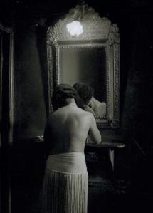 1932, Brassai, Toilette chez suzy.png
