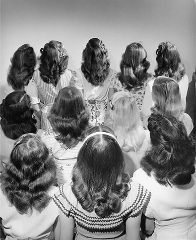 1947, Nina Leen, Popular Shoulder Lenght Hairstyles for Teenagers.png