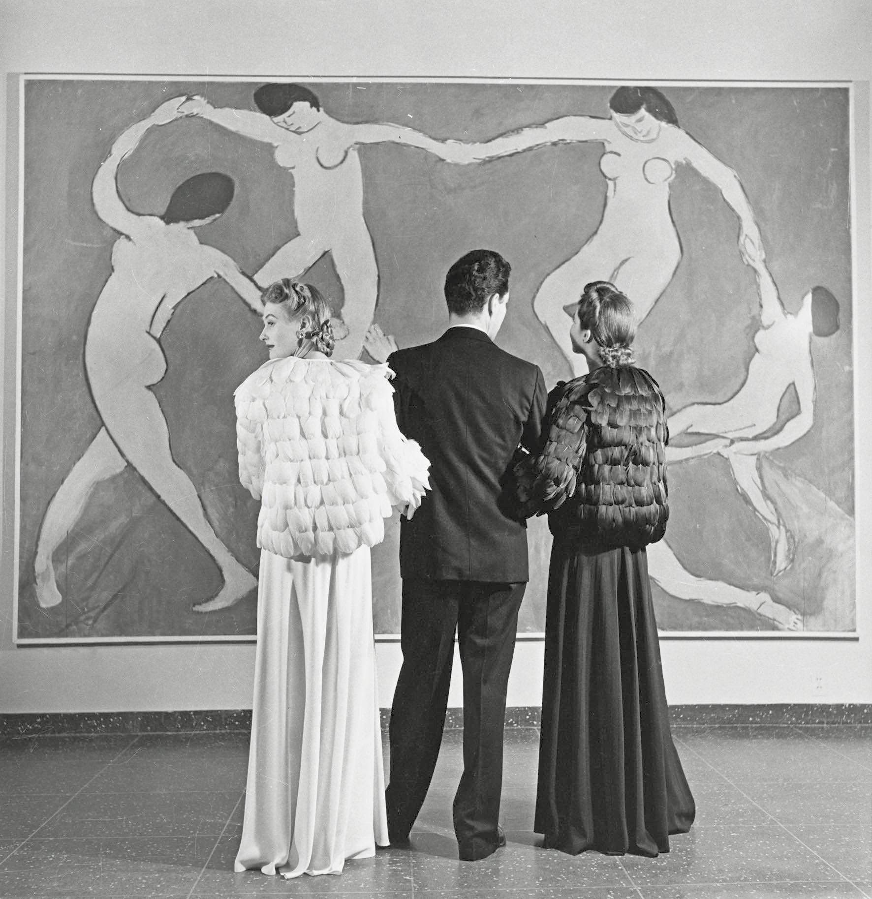 1940, Louise Dahl-Wolfe, Looking at Matisse.jpg