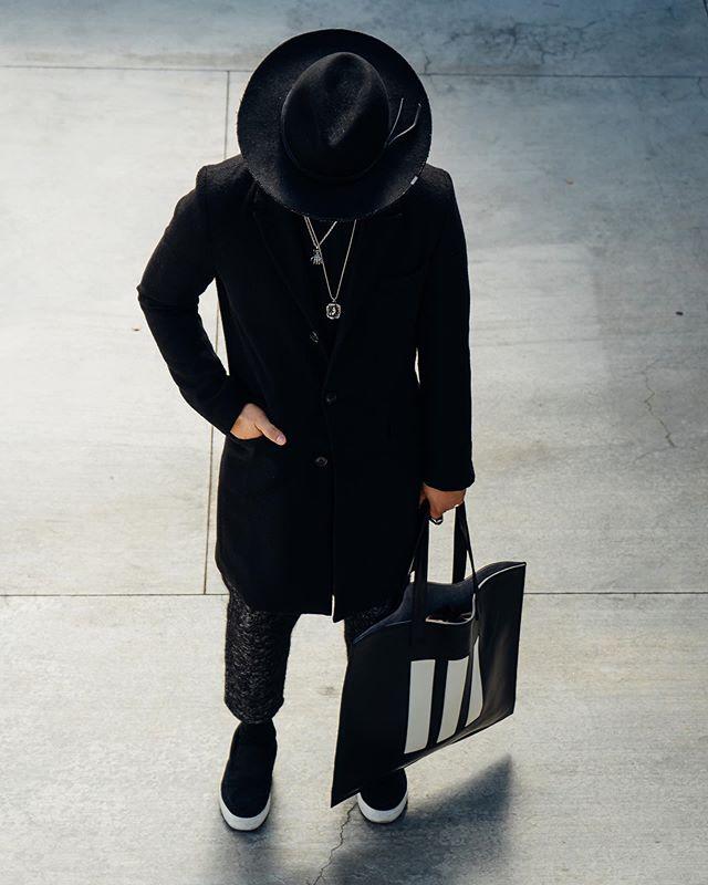 Black is the uniform. ◼️