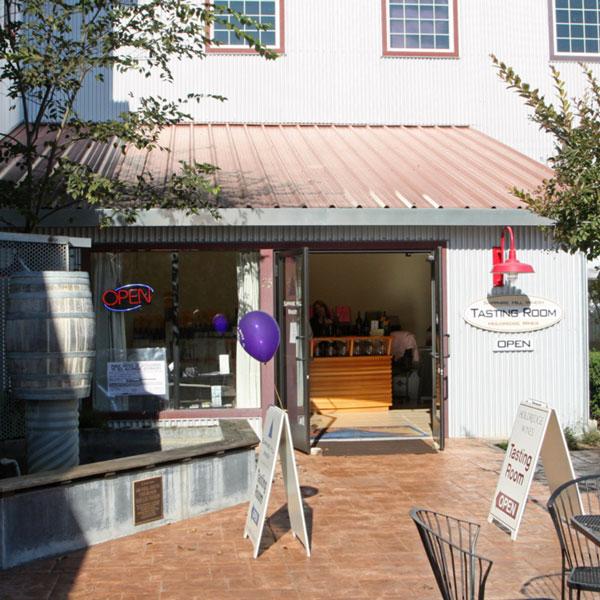 http://ne14zin.com/Wineries/Sonoma/Healdsburg.html