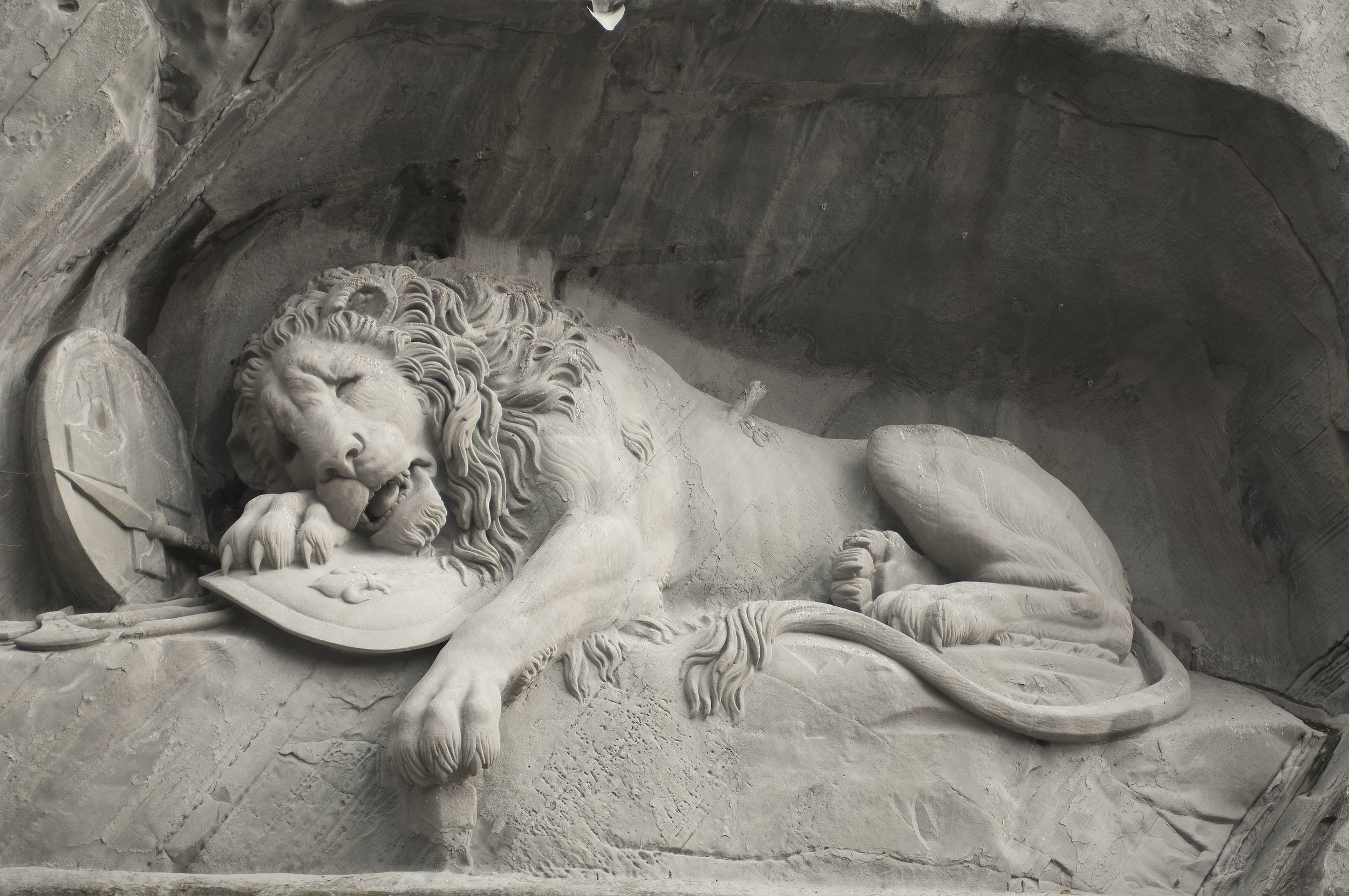 Löwendenkmal_-_The_Lion_Monument_(Lucerne)_02.jpg