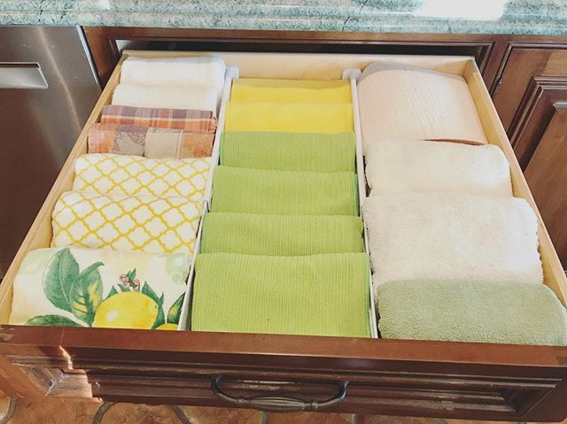 Happy Monday! Dish towel drawer looking ready for the week 💥 #clutterflyclosets
