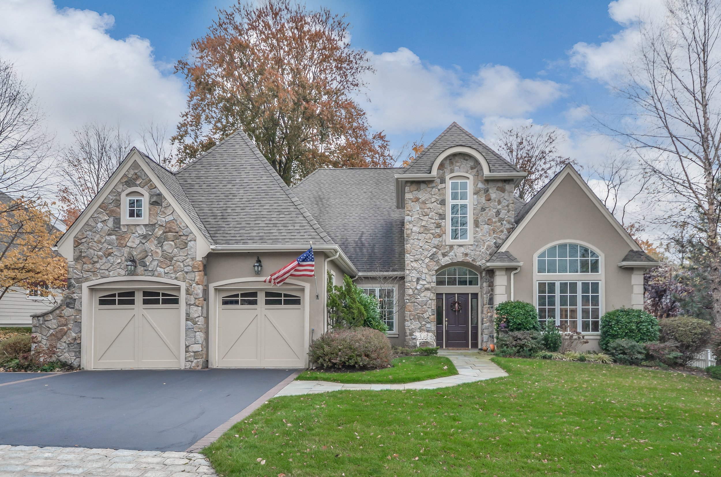 SOLD  4 Stonygate Oval New Rochelle, NY Represented the Buyer