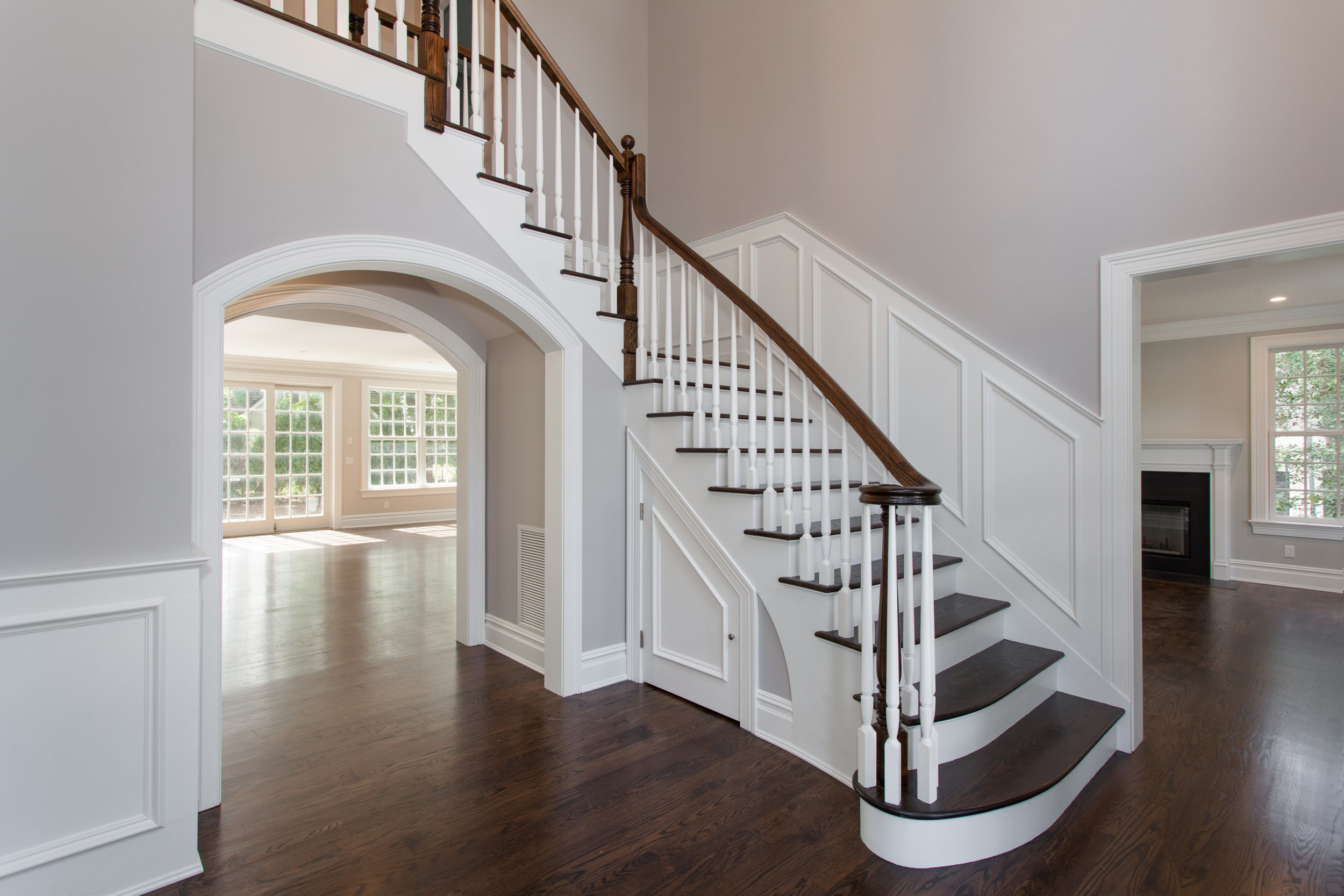 GRAND ENTRANCE FOYER  |21' Tray Ceiling, Wainscoting & Palladian Window