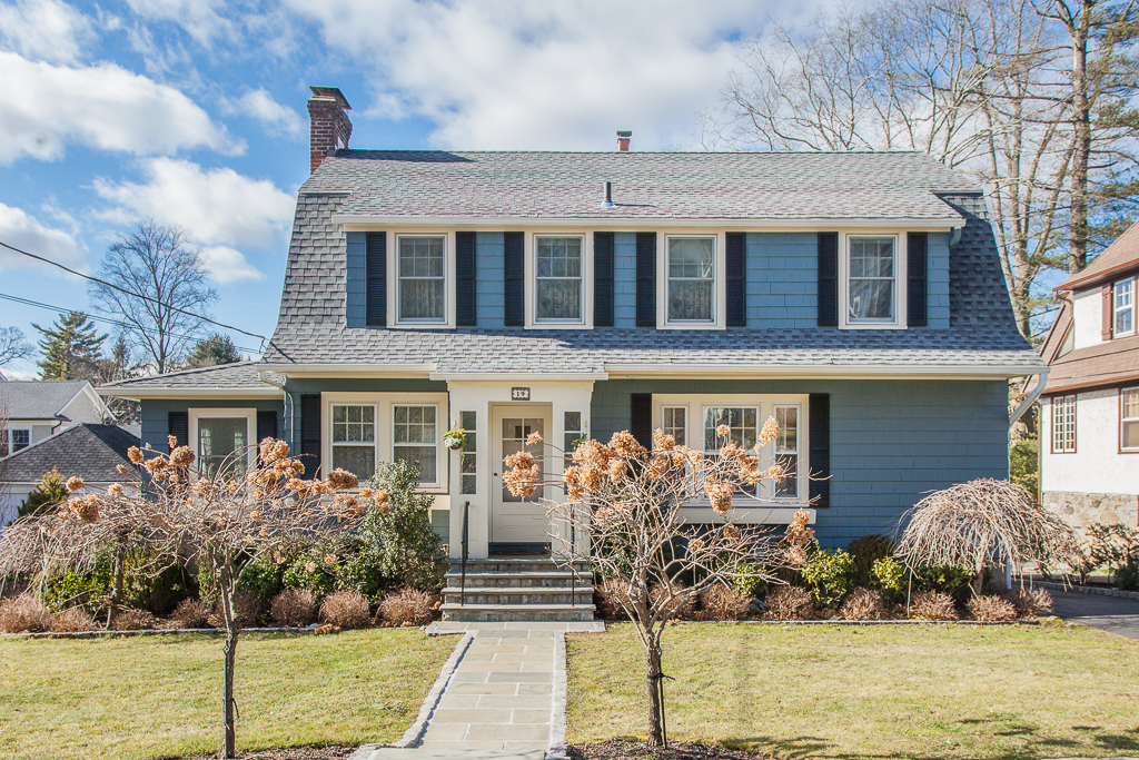 SOLD  19 Dobbs Terrace Scarsdale, NY. Represented the Seller as the Listing Agent. In Contract Over Ask. Received Multiple Offers, Accepted Offer Within 5 Days of Listing  (2017)