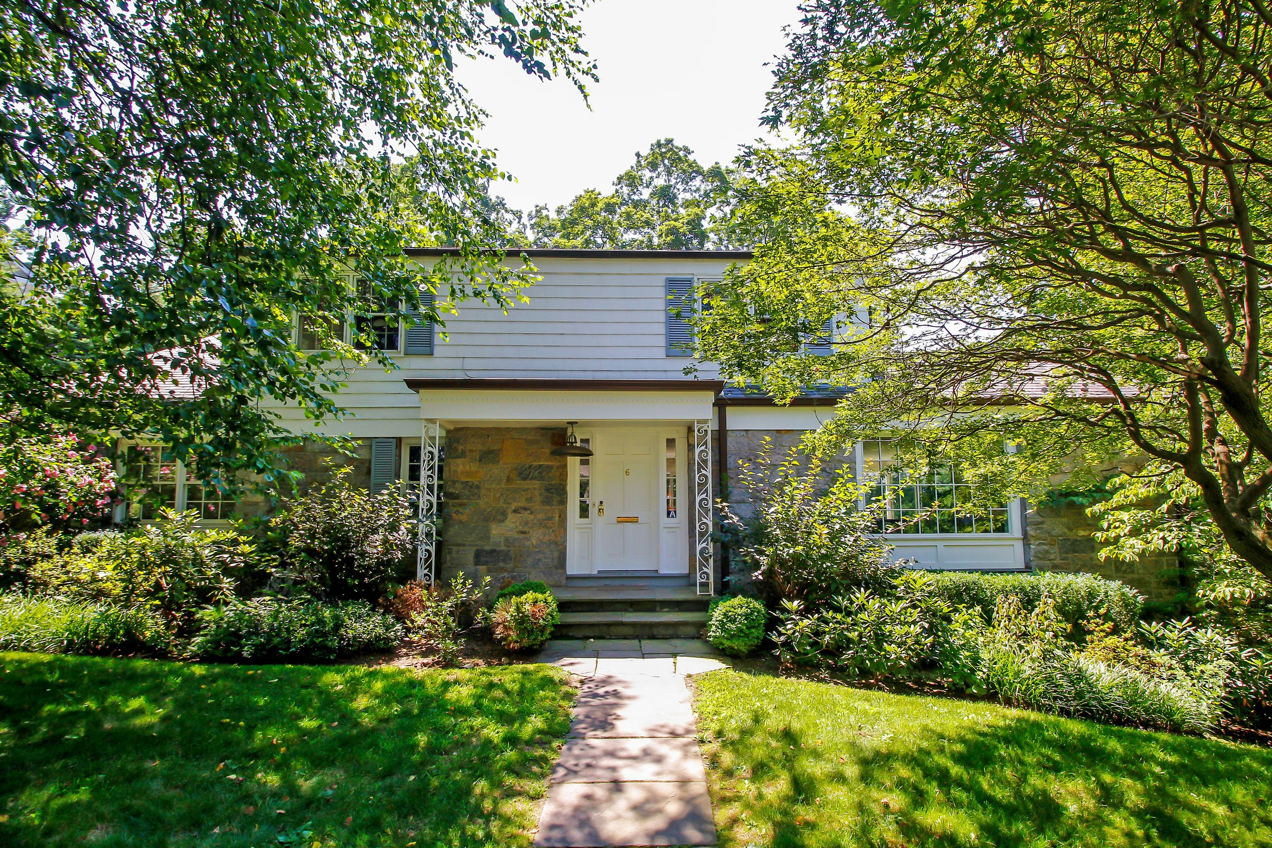 SOLD  6 Horseguard Lane Scarsdale, NY Represented the Buyer