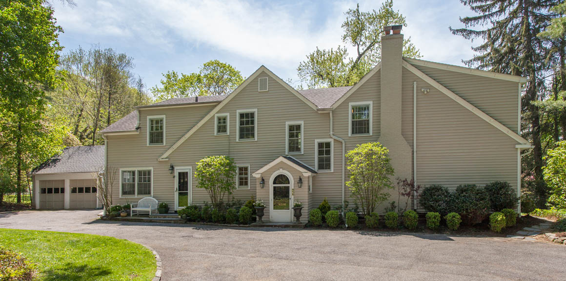 SOLD  24 Cambridge Road Scarsdale, NY Represented the Seller as the Listing Agent  (2017)