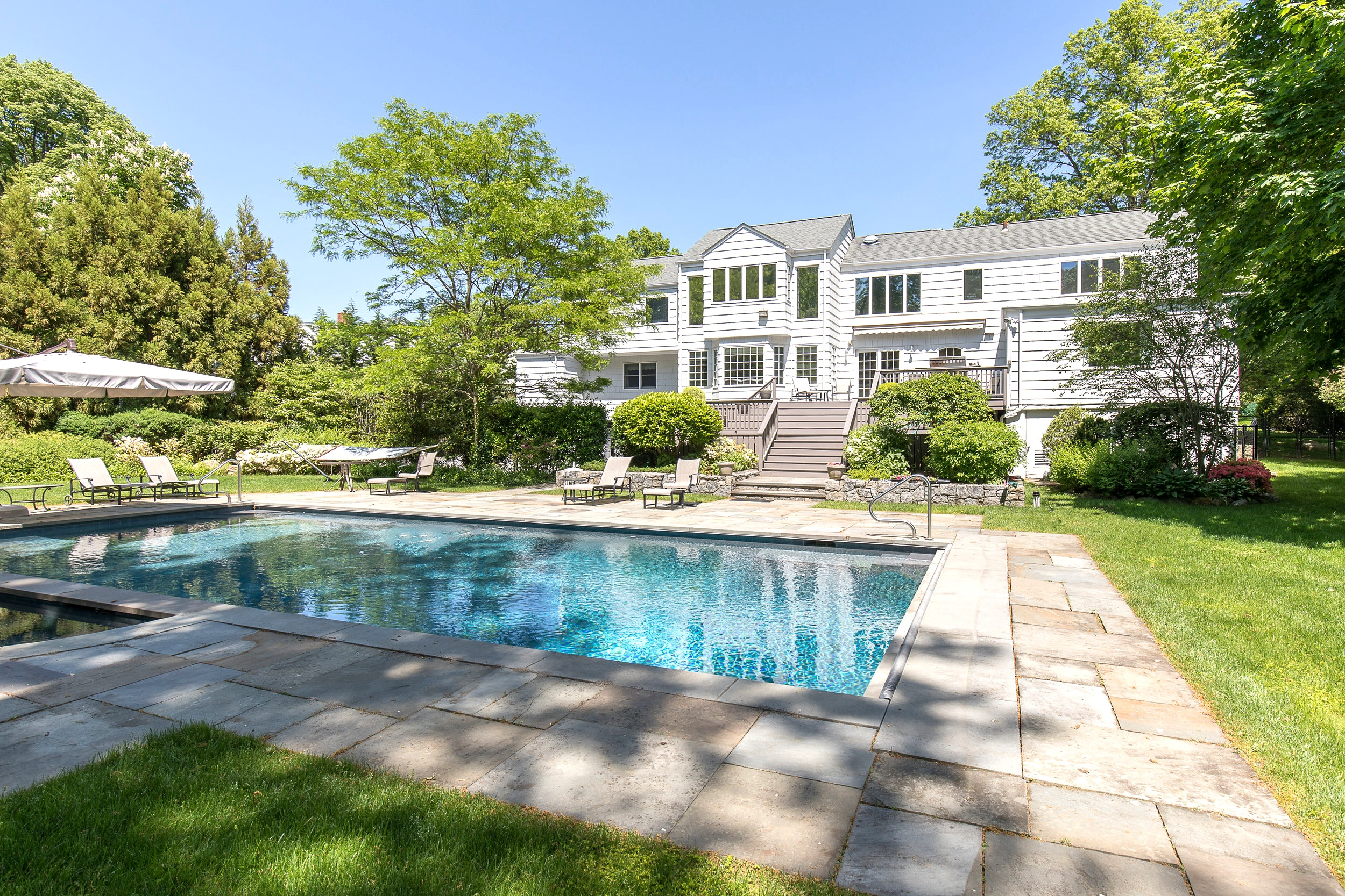 SOLD  8 Westview Lane Scarsdale, NY. Represented the Seller as the Listing Agent  (2019)