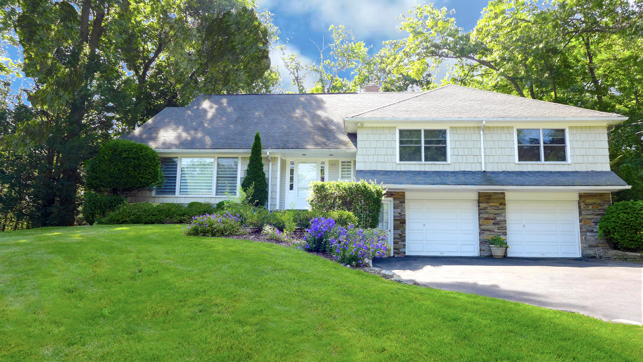 SOLD  22 Aspen Road Scarsdale, NY. Represented the Buyer.