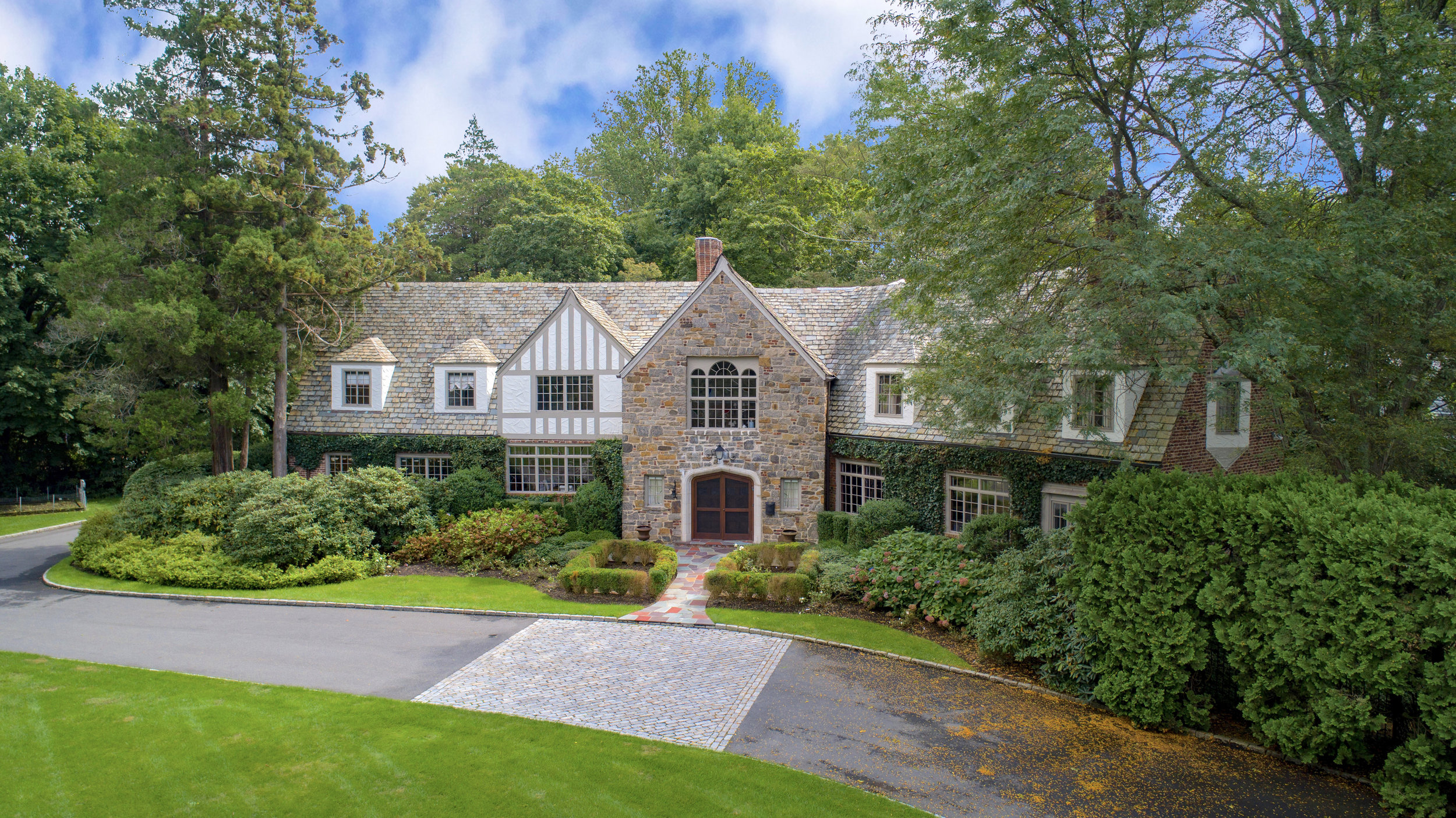 SOLD  64 Cushman Road Scarsdale, New York Majestic Tudor Estate in Scarsdale's Murray Hill Neighborhood. Represented the Seller as the Listing Agent  (2019)