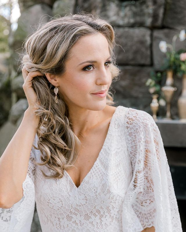 Beautiful bridal hair, and totally mobile to you on your big day! Come chat with Nadine from @adorabridalhair at @onewonderfuldaynz this weekend! ⠀⠀⠀⠀⠀⠀⠀⠀⠀ Saturday 11 May, 10AM 💛 The Atrium⠀⠀⠀⠀⠀⠀⠀⠀⠀ www.onewonderfulday.co.nz Link to tickets in bio ✨⠀⠀⠀⠀⠀⠀⠀⠀⠀ •⠀⠀⠀⠀⠀⠀⠀⠀⠀ •⠀⠀⠀⠀⠀⠀⠀⠀⠀ •⠀⠀⠀⠀⠀⠀⠀⠀⠀ •⠀⠀⠀⠀⠀⠀⠀⠀⠀ •⠀⠀⠀⠀⠀⠀⠀⠀⠀ #onewonderfulday #waikatoweddingfair #weddingfair #weddingexpo #nzweddings #newzealandweddings #waikatowedding #waikatoweddings #loveislove #wedding #bride #groom #bridetobe #nzbride #weddingplanning #hairstylist #weddinghair #weddinghairstylist #mobilehairstylist #waikatoweddinghairstylist