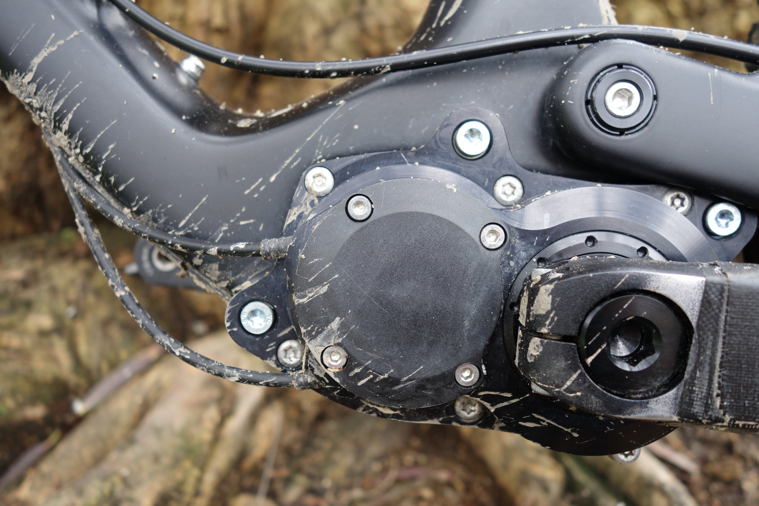 All the gearbox weight is around the bottom bracket area which is the ideal place to keep the handling neutral