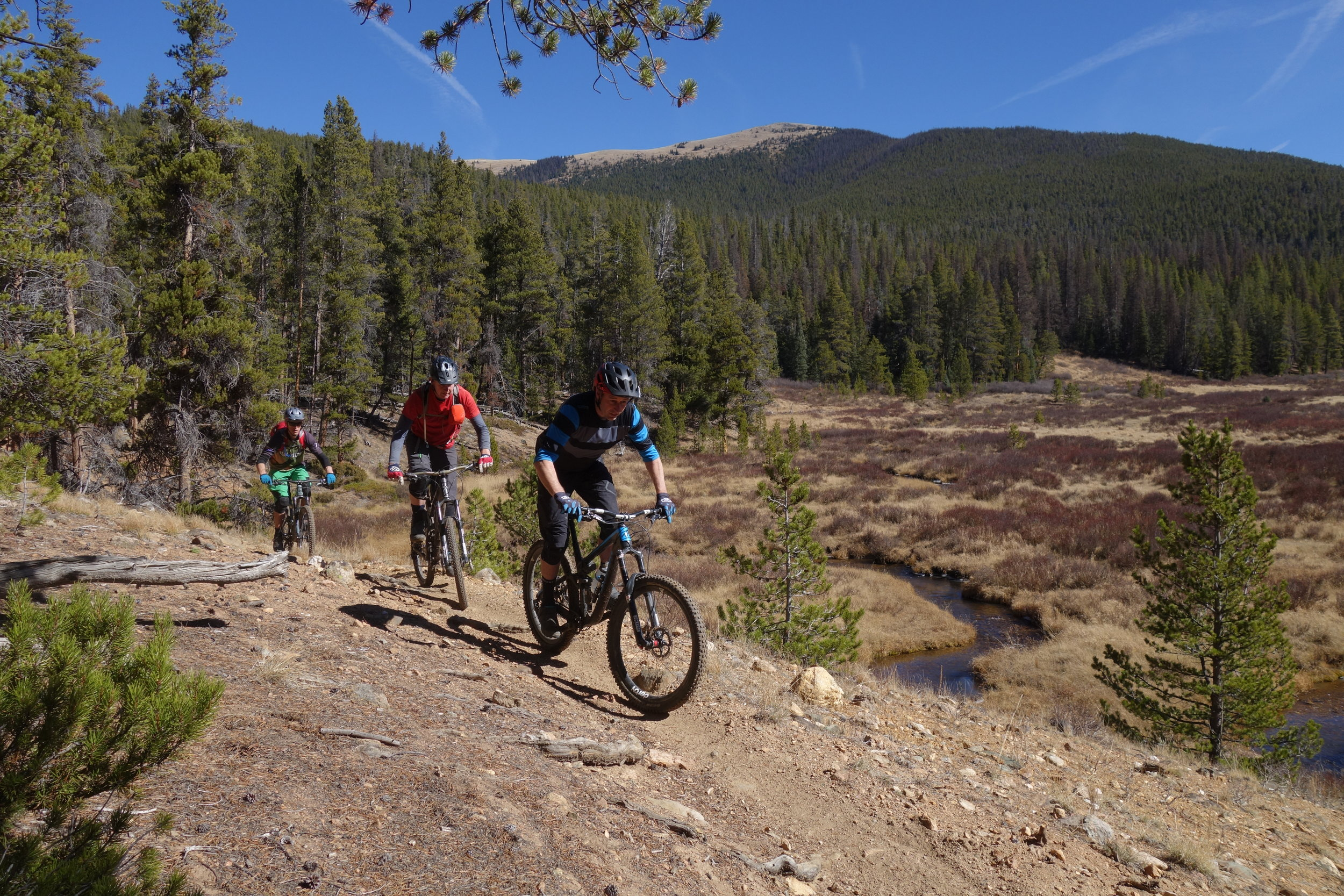 It was very specail to be able to ride downhill for so long beside the creek with stunning views and the odd squirrel to keep us company. Jeff, Stefan and Tim.