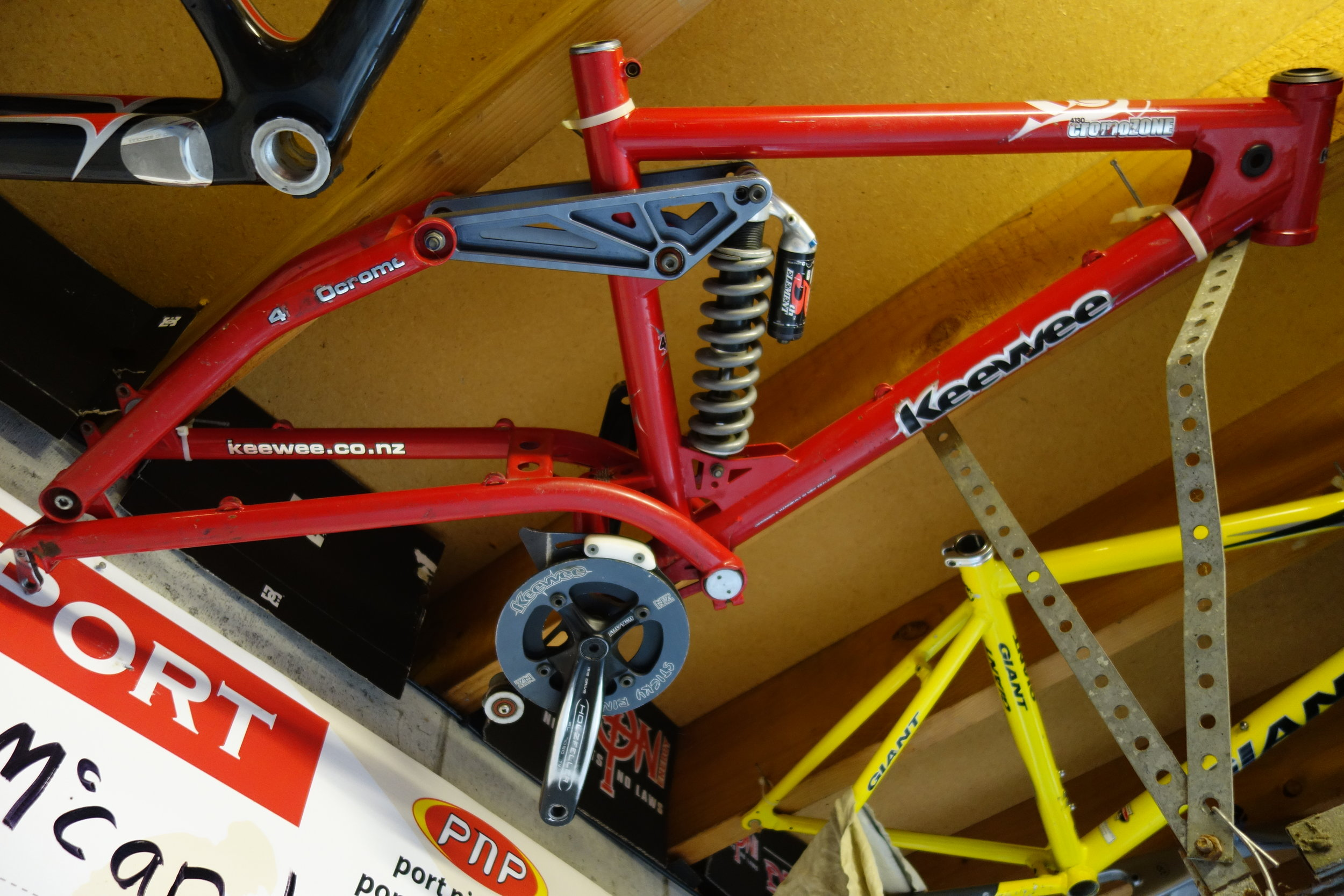 The first proper DH bike made in NZ. Thanks Rob Metz for leading the way.