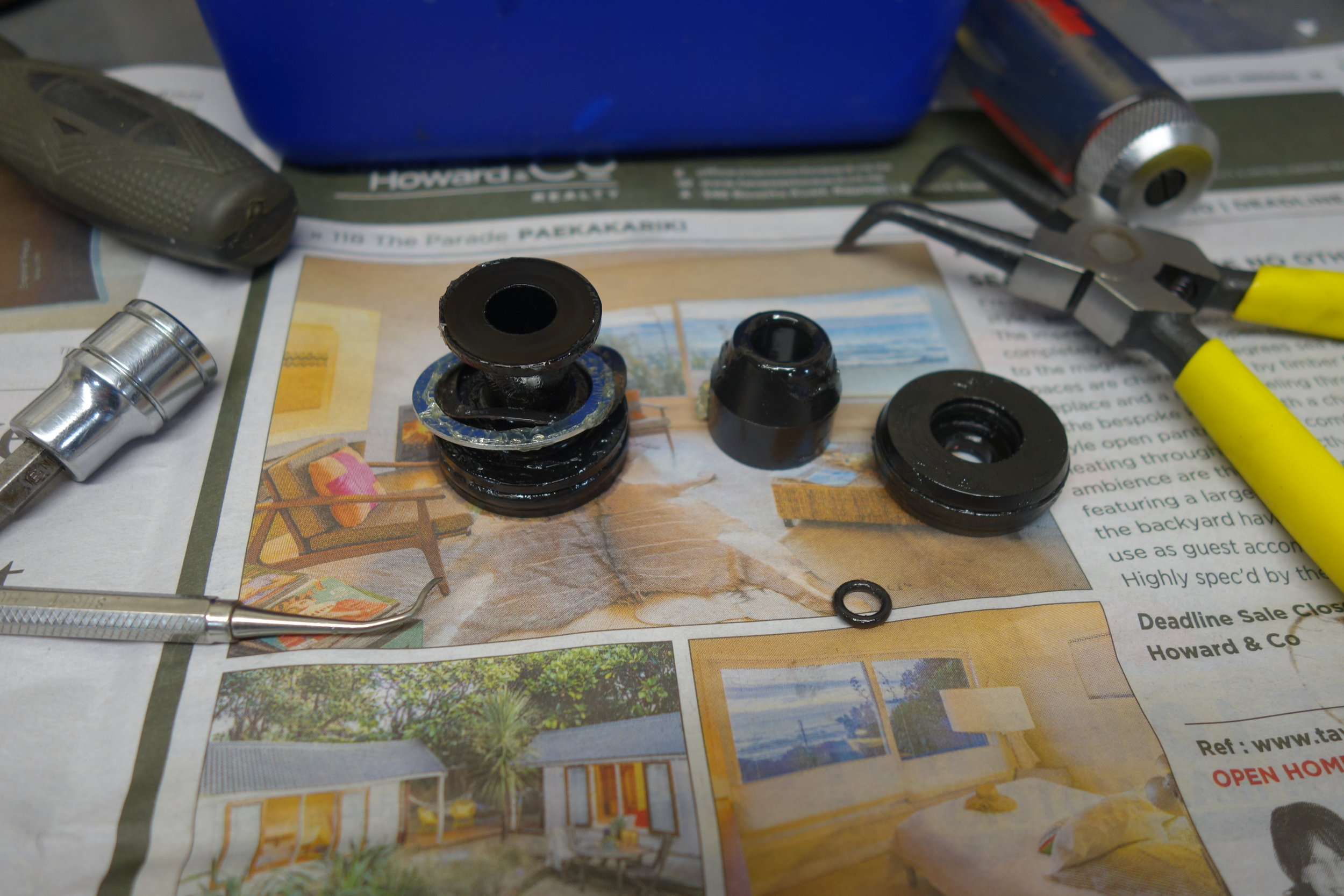 Take off your old sealhead, the Lufkappe has a built in sealhead and all the o-rings to replace your existing old ones