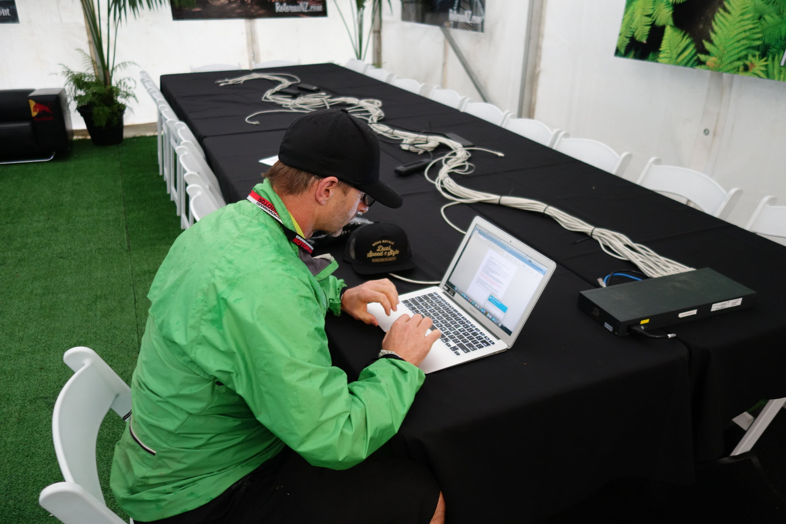 I settle in to do some high rate media stuff in the media tent. The food has all gone and typically the other journos have buggered off for a snooze. They want you to believe it's all work and no play. Take a photo, write some crap then all they do is drink beer, then vodka then maraud around the mall fist bumping the pros.