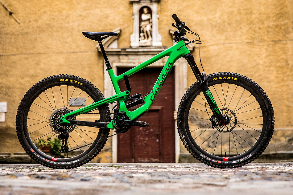 """It's not really even a Santa Cruz...it's a Juliana. Strega. Means """"witch"""" in Italian.  photo: I think Sven Martin took this one"""