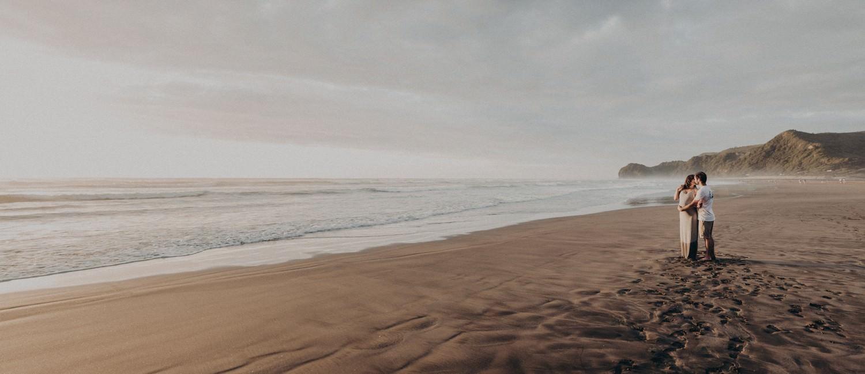 himmelblau-babybauchshooting-piha-beach-neuseeland-_0360.jpg