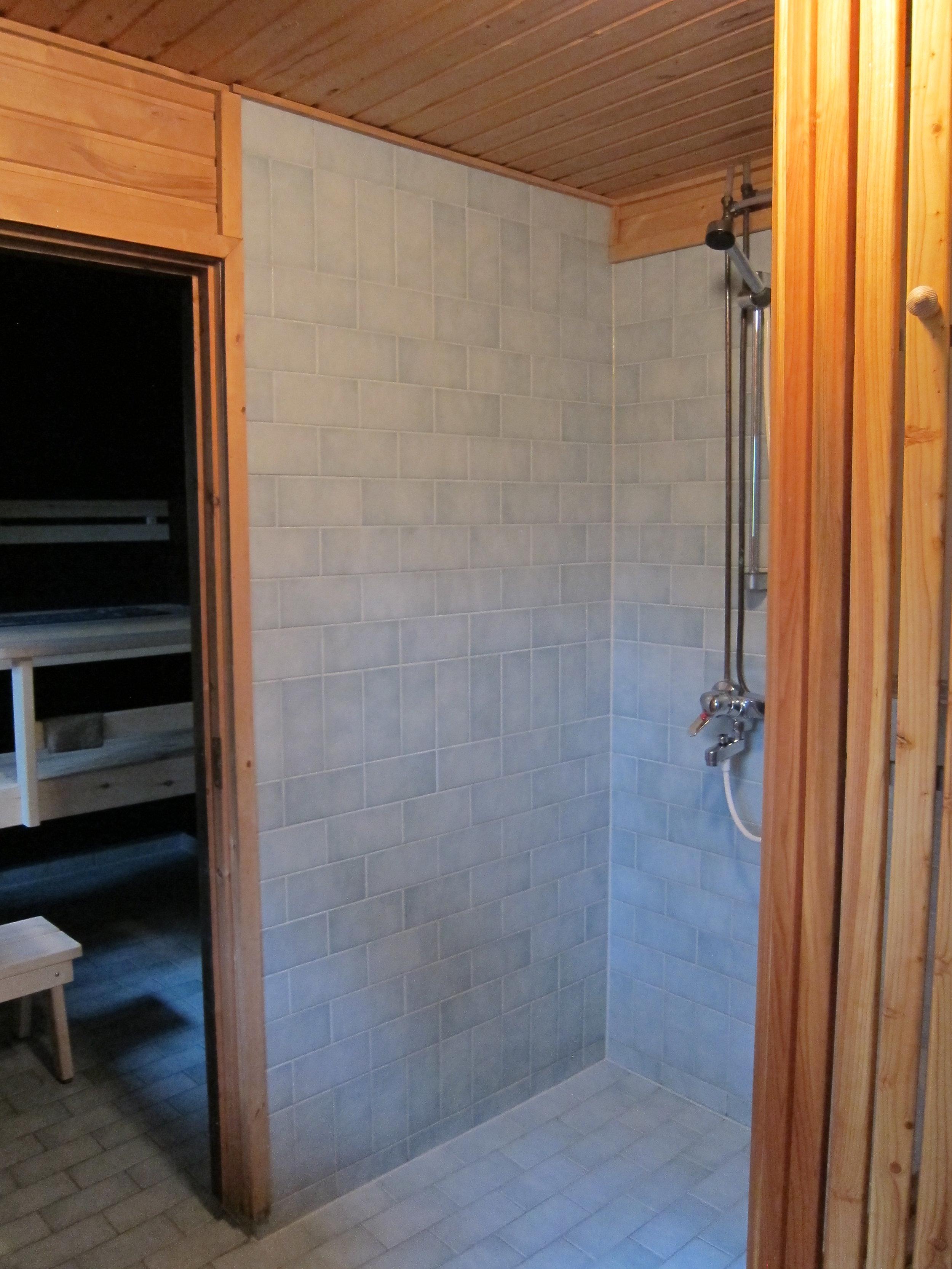 ..ja saunaan pääsee terassin kautta..