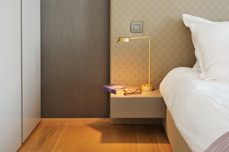 interior-Tina Rugelj_foto-Miran Kambič_AP V_spalnica-bedroom_bralna lucka-reading light_09.jpg