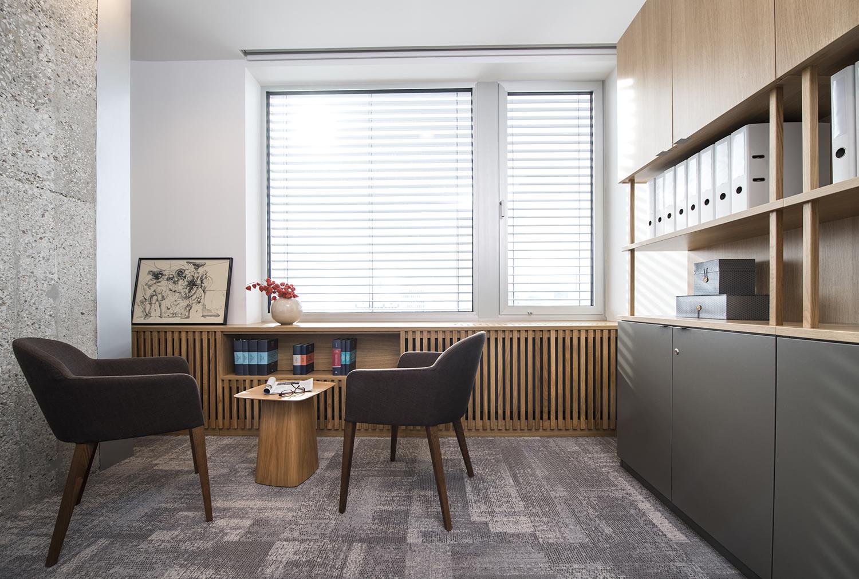 interior-Tina Rugelj_foto-Klemen Razinger_OF K_pisarna-office_01.jpg