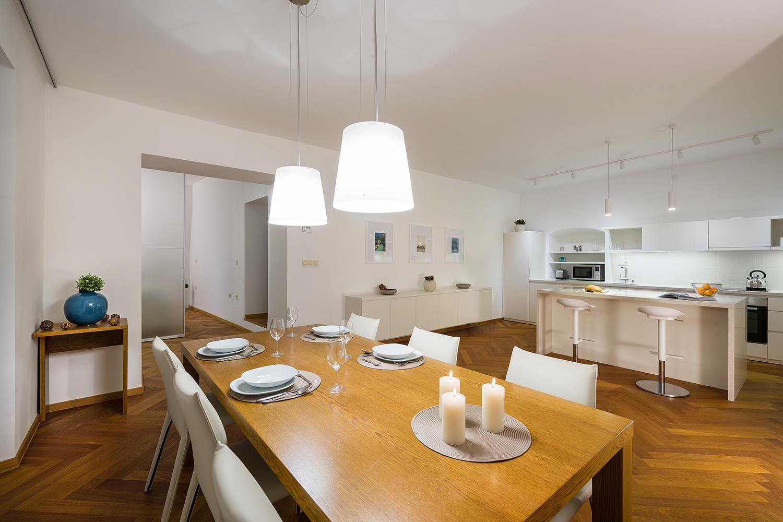 interior-Tina Rugelj_foto-Janez Marolt_AP house K_jedilnica-dining room_kuhinja-kitchen_06.jpg