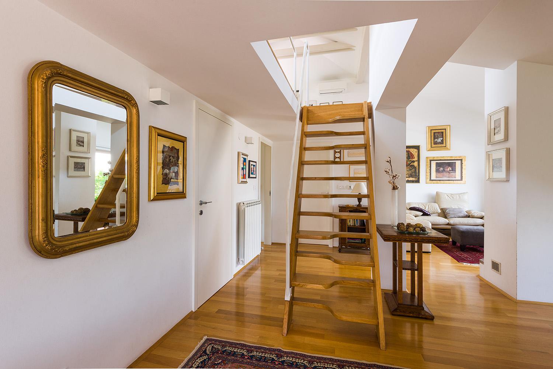 interior-Tina Rugelj_foto-Janez Marolt_H Z_stopnisce-staircase_zgornje nadstropje-upper floor_05.jpg