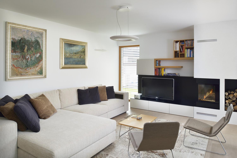 interior-Tina Rugelj_foto-Miran Kambič_H T_dnevna soba-living room_kamin-fireplace_01.JPG
