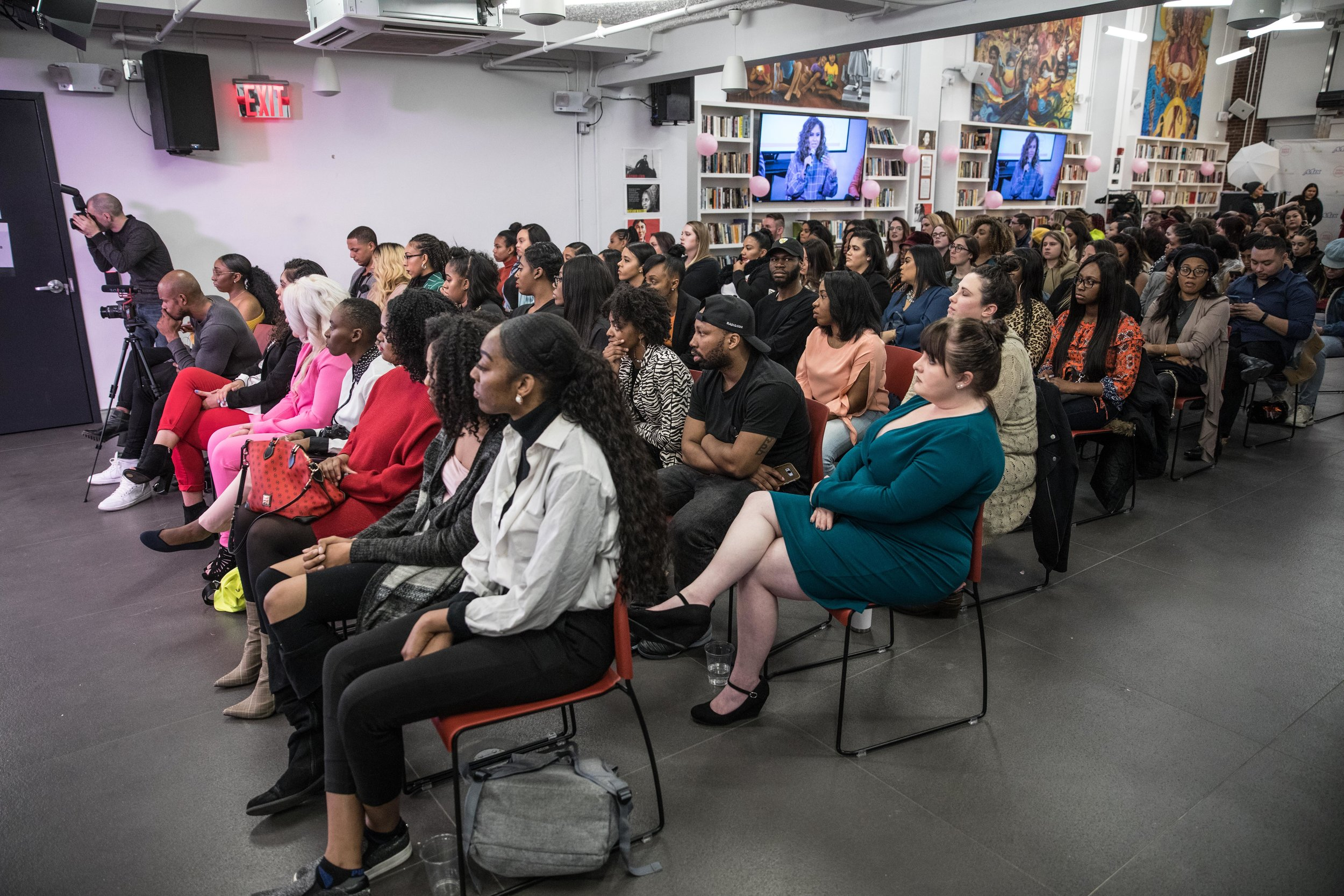 Events - As Women In Radio grows, we want to add more events in different parts of the country. Stay updated on our Masterclass schedule, Dinner In The City series, and our annual Cocktails, Cupcakes, and Conversations!You can also send in any events you have in your city that you would like us to support.