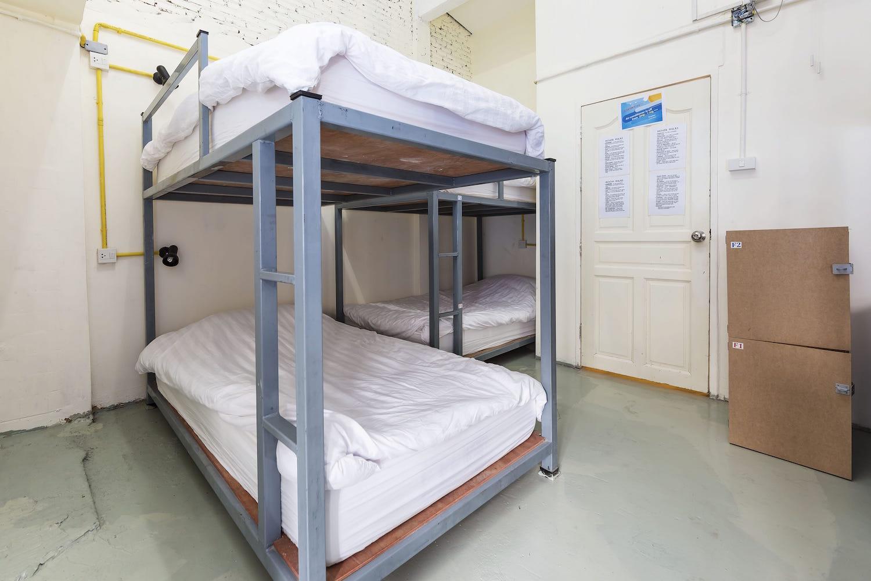 10-bed-dorm-hostel-dorm-room-2.jpg
