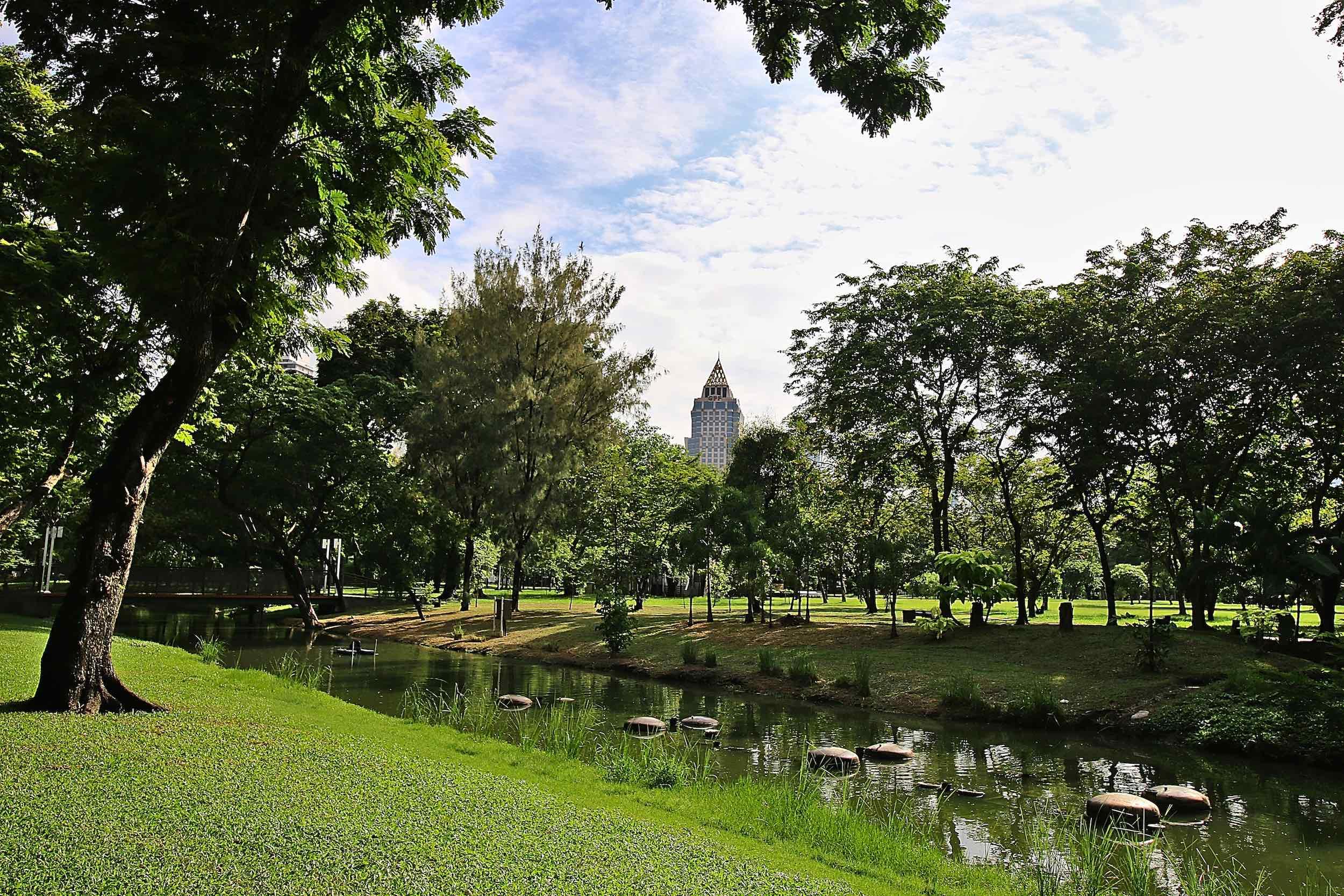 Lumpini_Park_Bangkok_stream_web.jpg