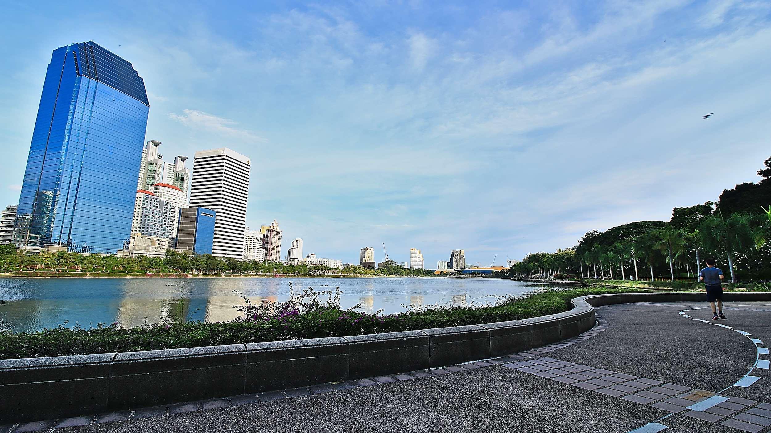 Benjakitti_Park_Bangkok_Jogging_Path.jpg