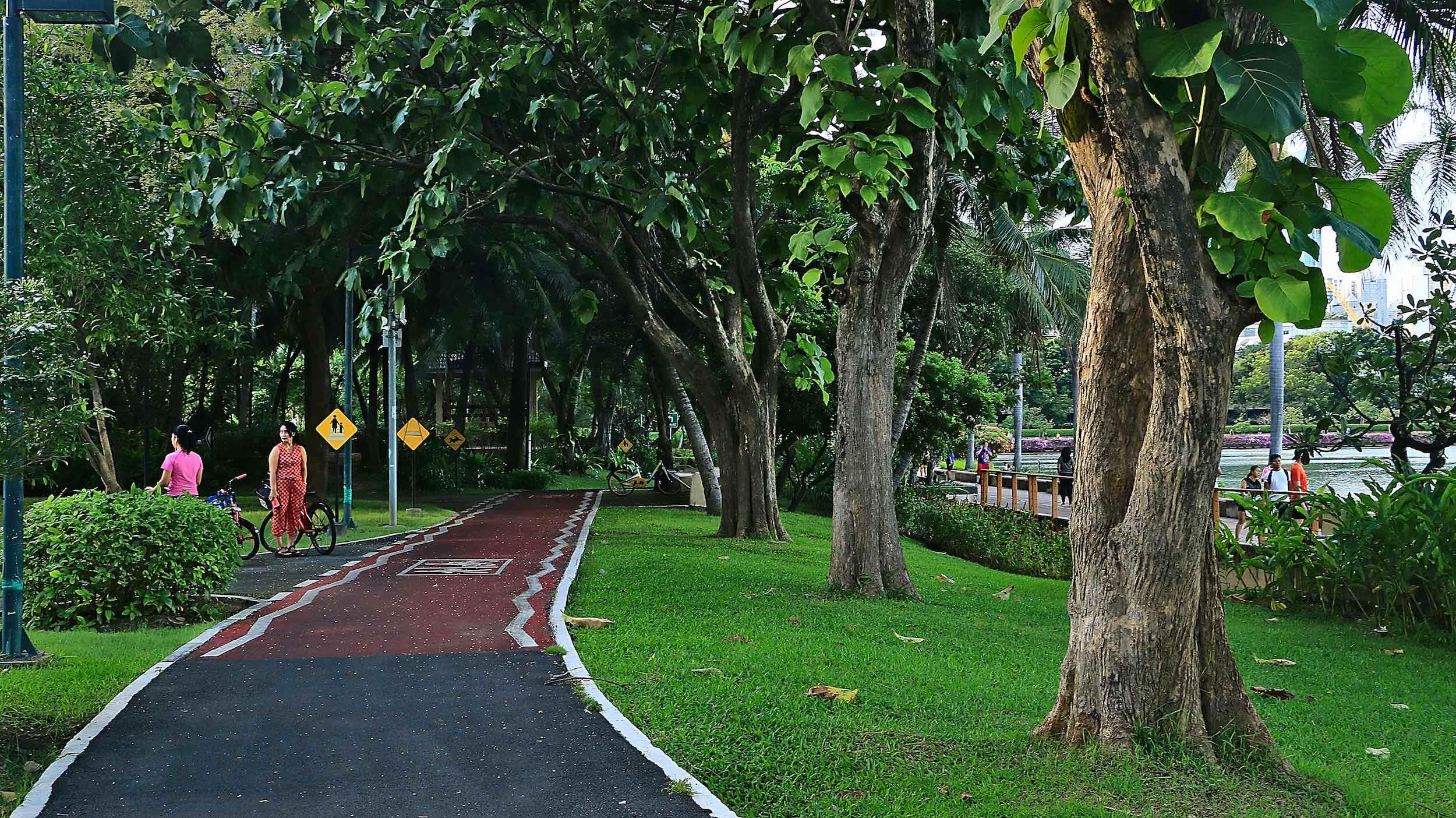 Benjakitti_Park_Bangkok_Cycling_Path.jpg