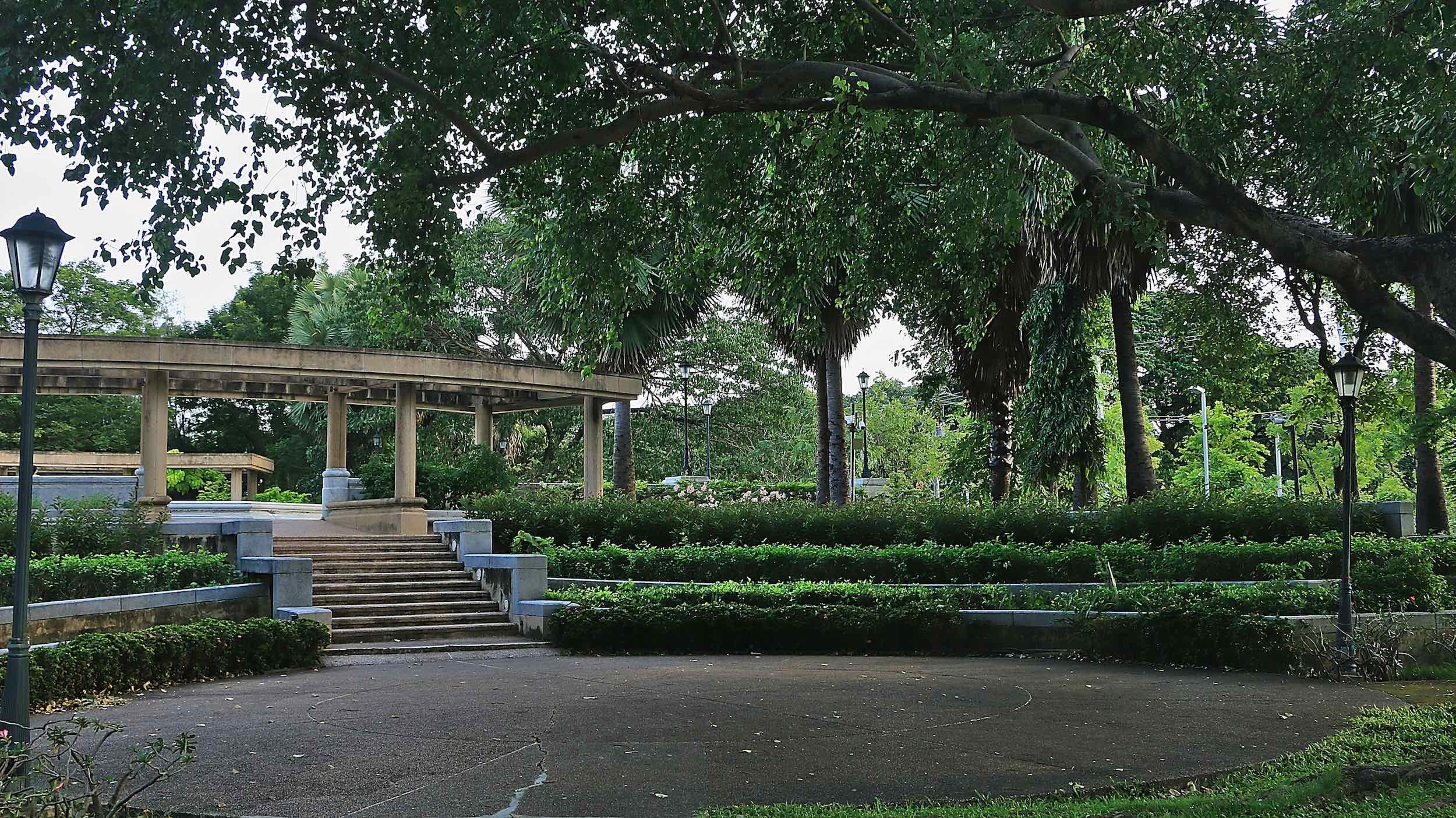 Benjakitti_Park_Bangkok_Inner_courtyard.jpg